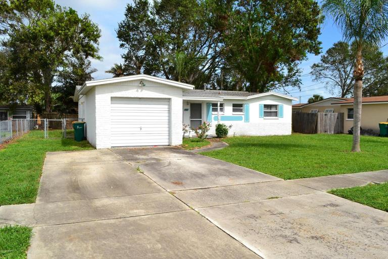 Great South Merritt Island Location - 3/2/1G Home!